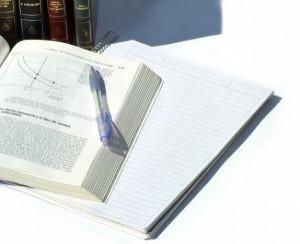 studying-economics_2112559-300x244