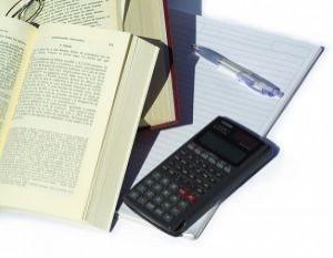 studying-economics-3_2120617-300x233